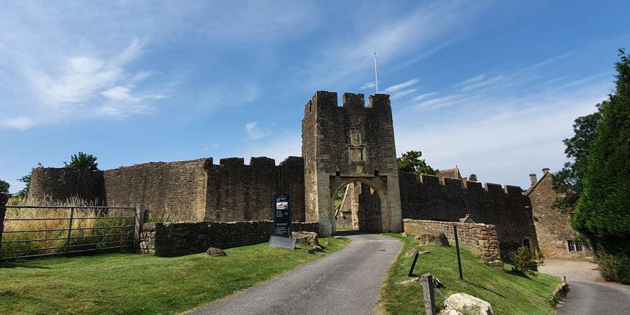 Farleigh Hungerford Castle exterior